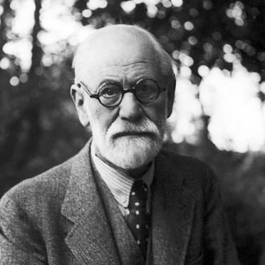 Sigmund Freud, pur non essendo uno psicoterapeuta ma uno psicoanalista, ha ideato un approccio teorico fondamentale nello sviluppo della pratica psicoterapeutica