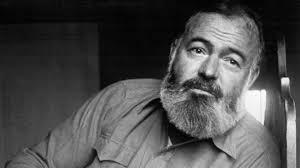 Ernest Hemingway (1899-1961) è stato uno scrittore e giornalista statunitense. Durante la sua vita visse fasi di grande euforia ed espansività, che lo portarono a viaggiare ed esplorare l'Europa, l'Asia e Cuba, in una giostra di feste, conoscenze, avventure ed esperienze al limite, come la partecipazione ad entrambi le guerre mondiali (anche se non come soldato). Al tempo stesso lo scrittore venne provato anche da profonde fasi depressive, che culminarono con il suicidio.