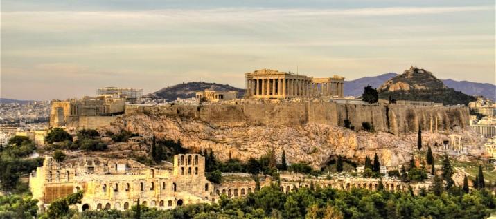Durante l'epoca di Pericle, verso la metà del V sec. A.C., per celebrare la vittoria sui Persiani e il primato politico, economico e culturale di Atene fu realizzata la ricostruzione dell'Acropoli, con la costruzione del Partenone